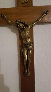 Holzkreuz mit Christus