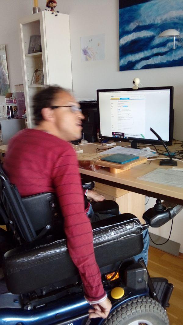 Rollstuhlfahrer sucht Ameline Devotee