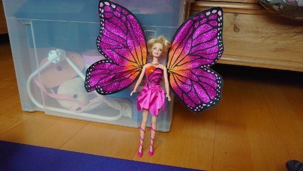 Zwei Barbie Puppen Mariposa und