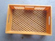 einen Posten Stapelboxen Lagerkisten aus