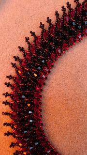 Kette Swarovskielementen rot schwarz Schmuck