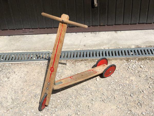 Trettroller für Kinder aus Holz