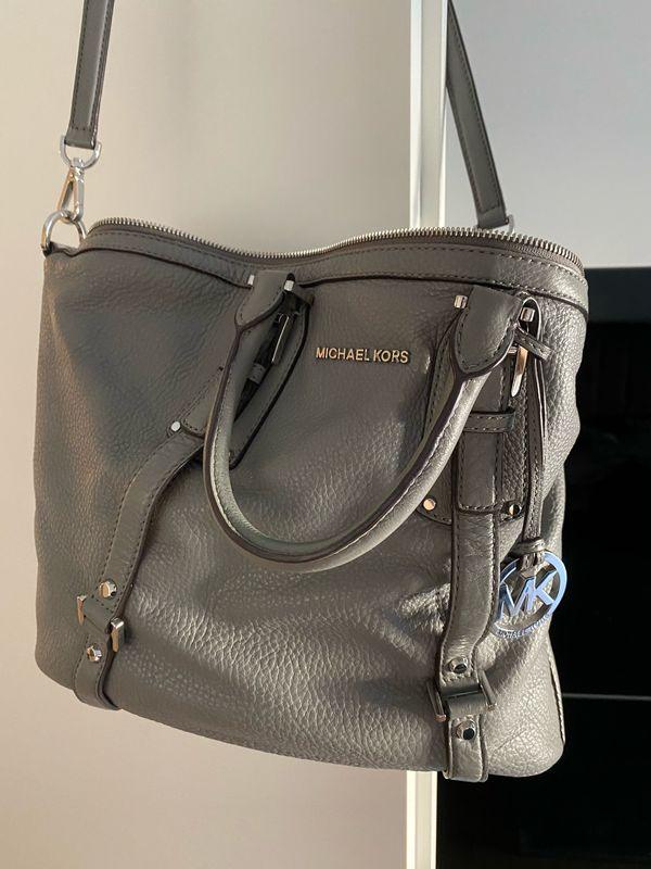 Michael Kors Handtasche (echtes Leder) in grau zu verkaufen