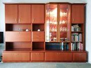 Wohnwand mit passendem Sideboard