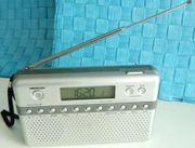 Taschenradio mit Uhrzeitanzeige - Fa Medion -