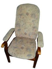 Bequemer Relax-Sessel mit Armlehnen und
