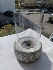 Windlicht aus Stein und Glas
