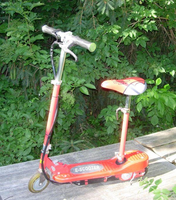 Kleiner E-Scooter 120W mit Sitz