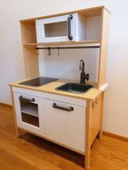 Küche aus Holz für Kinder