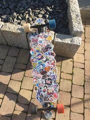 Longboard mit Stickern