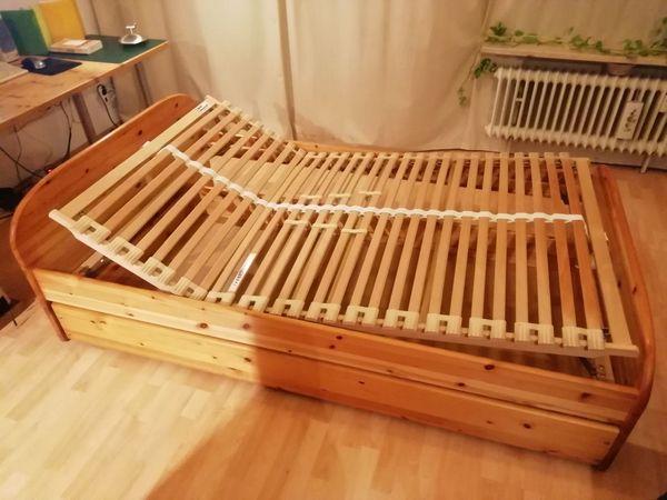 Massivholzbett mit Rost und Bettkasten