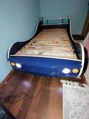 Autobett in blau