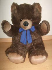 Teddy Bär der Marke Kuschelwuschel
