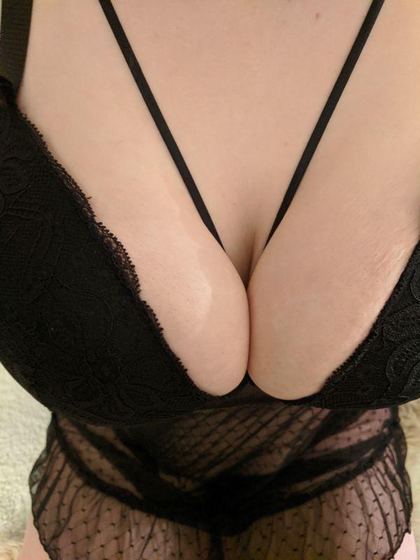 youngcurvysub bietet erotische Bilder und