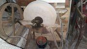 Antike Schleifmaschine Scheunenfund