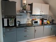 Küchenblock mit Elektrogeräten