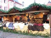 Weihnachtsmarkt Verkäuferin