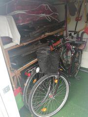 Dauercampingplatz mit Wohnwagen und festem