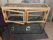 Terrarium aus Glas mit Hasenstall-Aufsatz