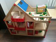 Pupenhaus aus Holz