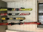 Ski Kinder Ski und Skischuhe