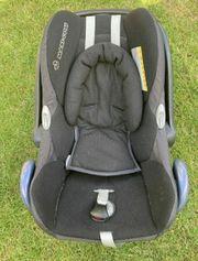 Maxi Cosi Cabriofix mit Neugeborenen-Einsatz