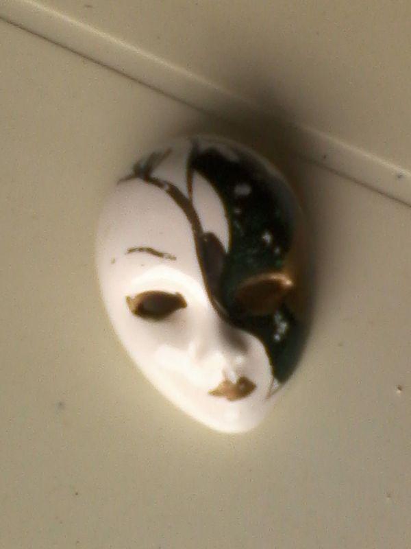 Maske - Anstecker - Brosche - Masken - schwarz weiß