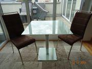 Elegante Tischgruppe mit 2 Stühlen
