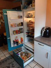 Türkis weiß Hochschrank mit EinbauKühlschrank