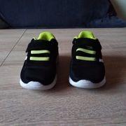 neuwertige Sneakers Größe 24 zu