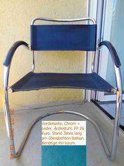 Ärzte-Stuhl schwarzes Echtleder eingefasst in