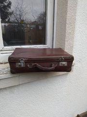 Sehr alter Koffer