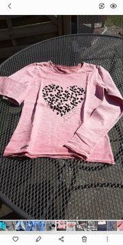 Neuwertiges Shirt Sweatshirt Herz rose