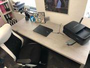 Schreibtisch mit Drehstuhl