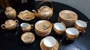 Feines Asiatisches Tee-Service mit Wasserzeichen
