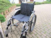 faltbarer Rollstuhl mit Kippschutz und