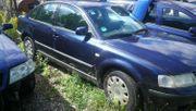 VW Passat Limousine blau Schlachtfest