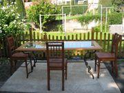 Alt Stühle und Tisch mit