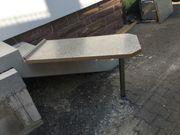 Tisch mit Wandbefstigung