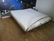 Doppelbett 180X200 mit 2 Nachttischen