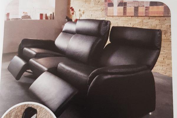 Eine Couch drei Sitzer und