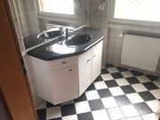 Badezimmer Waschtisch mit Waschbecken aus