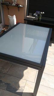Neuer Glastisch Gartentisch