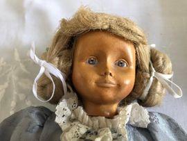 Wunderschöne Holzpuppe von DOLFI neuwertig: Kleinanzeigen aus Berlin Mitte - Rubrik Puppen