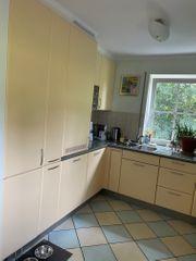 Küche U-förmig mit Geräten softgelb