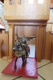 Handgefertigte Ritterburg aus Massivholz