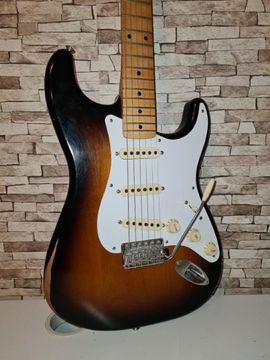 Fender Roadworn 50's Stratocaster MN 2-Tone-Sunburst (E-Gitarre) + 1 JAHR REST-GARANTIE
