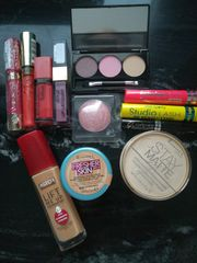 12 nagelneue Makeup Artikel