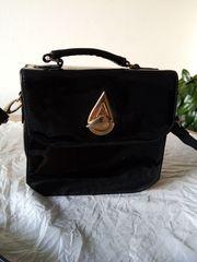 Handtasche Lack mit verstellbarem Träger