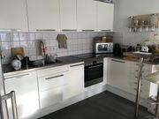 Helle Ikea Küche mit Theke